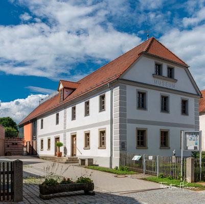 Das Museum in der denkmalgeschützten Marktmühle befasst sich mit sechs verschiedenen Themen. Zum einen mit Doktor Eisenbarth, welcher 1663 in Oberviechtach geboren wurde und als bedeutender Wanderarzt in die Geschichte einging.