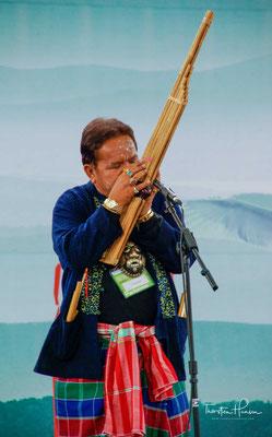 Der Tanz wird musikalisch begleitet von drei Instrumenten, der Janggu (장구), der Jing (징) und einer sechslöcherige Bambusflöte.