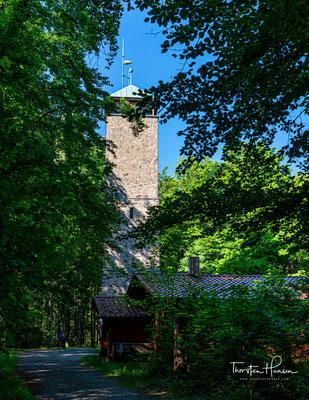 Der Vierlingsturm ist ein 25 m hoher Aussichtsturm auf dem 633 m ü. NHN [1] hohen Fischerberg, dem Hausberg der kreisfreien bayerischen Stadt Weiden in der Oberpfalz.
