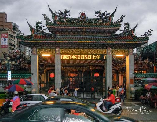 "Der Mengjia Longshan-Tempel, der ""Drachenbergtempel Mengjia"" in Taipeh"