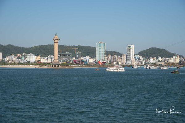 Die Halong-Bucht (vietnamesisch: Vịnh Hạ Long) ist ein rund 1500 km² großes Gebiet im Golf von Tonkin in der Provinz Quảng Ninh im Norden Vietnams.