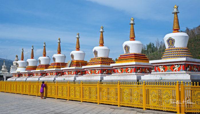 Acht Stupas im Kumbum Champa Ling