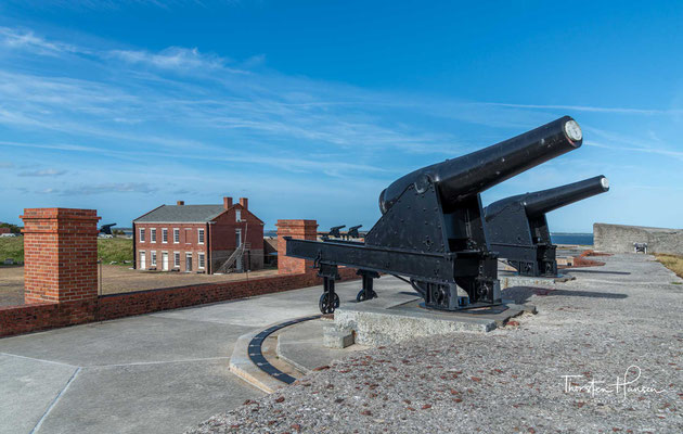 Um ihre Stadt vor eventuellen Marineangriffen im Amerikanischen Unabhängigkeitskrieg zu schützen,...