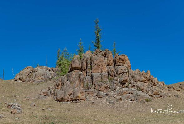 Es ist ein bergiges Gebiet, bestehend aus bewaldeter Steppe.