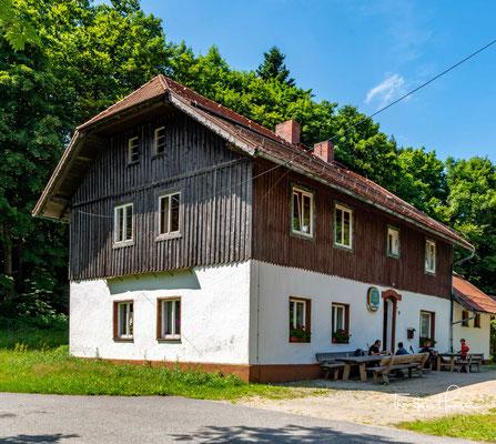 Ein schöner Platz für eine pause, die Forstdiensthütte Hohenbogen