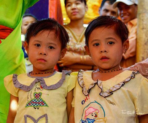 Bei allen Veranstaltungen lieben sie laute und farbenprächtige Musik mit Gongspielen (kyi waing), Trommelkreisen (hsaing waing) und der Oboe hne, die häufig sehr rhythmisch und schnell gespielt wird.