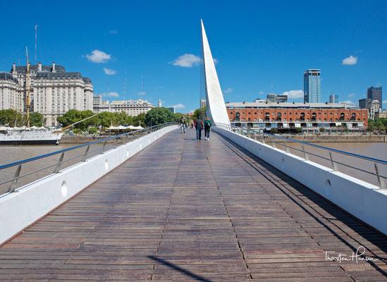 """Die """"Frauenbrücke"""" im Stadtteil Puerto Madero ist eine Fußgängerbrücke und wurde 2001 eröffnet"""