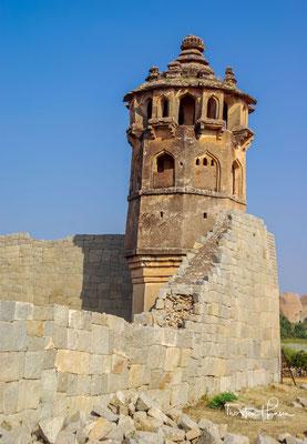 In den Mohamaddens Quarters findest du zwei kubische Strukturen und ein paar Gräber.