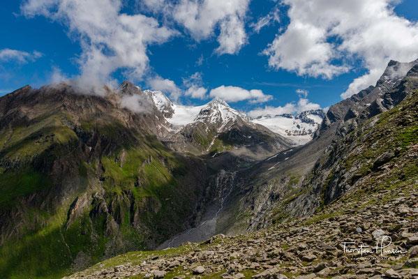 Zuerst bestiegen wurde die Hochfernerspitze am 8. August 1878 durch den Jenaer Professor der Philosophie und Alpinisten Rudolf Seyerlen mit den Bergführern Stephan Kirchler und Hans Stabeler aus Sand in Taufers.