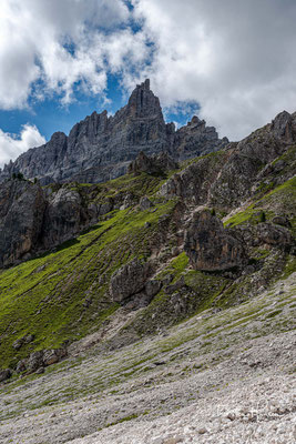 Während des gesamten Weges zur Roa-Scharte, erlebt man eine atemberaubende Berglandschaft