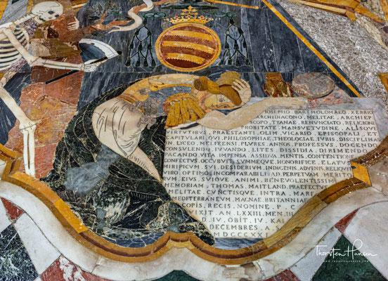Das Altarbild wurde von Mattia Preti geschaffen. Es stellt die Bekehrung des Saulus zum Paulus auf dem Weg nach Damaskus dar. Christus erscheint dem ängstlich am Boden liegenden späteren Apostel.