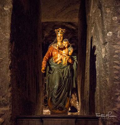 """Die Salzmine """"Wieliczka"""" stellt heute eine viele Jahrhunderte alte Tradition aus alter Geschichte dar und eine unterirdische Stadt mit einer ausgebauten Infrastruktur."""