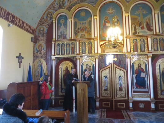 Übergabe der Osterkerze in der griechisch-katholischen Kirche
