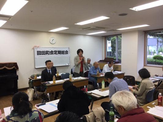 挨拶する吉田会長(中央)。左隣は来賓の鈴木小・井口校長先生