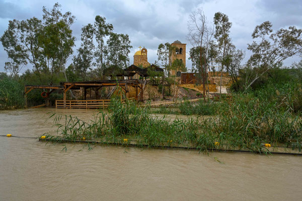 イエスがパプティスマヨハネから洗礼を受けたヨルダン川。