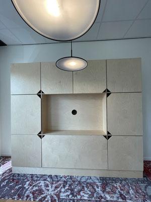 Berken Multiplex opbergkast voor Kaartje2Go met ruimte voor televisie, greeploos, Zwolle Centrum