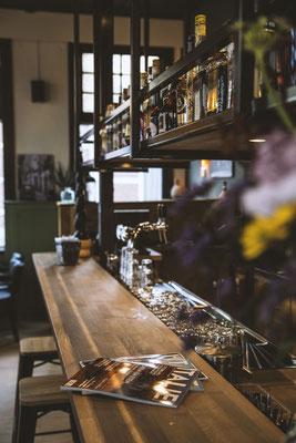 Eiken bar op maat met grenen visgraat zijde's voor La Terra Italiana