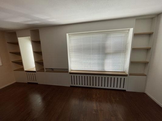 Wandkast op maat, tot aan plafond, Eiken en wit spuitwerk