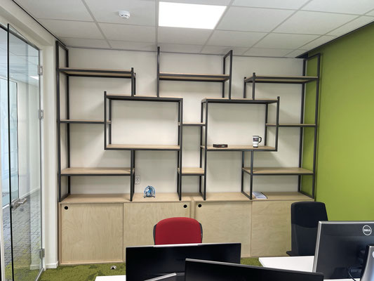 Kast met ijzeren frame voor vakken, uitgevoerd in Berken multiplex, Zwolle Centrum