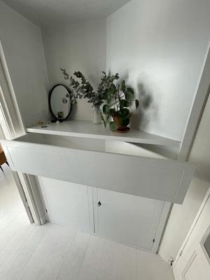 3,50 meter hoge kast in een hoek, wit spuitwerk, inclusief lade en deuren