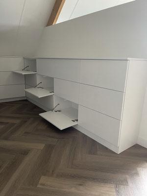 Slaapkamerkast met kleppen, volledig benutting van de ruimte, geplaatst in Heerenveen