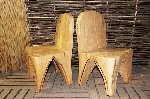 2 Stühle aus Platane, Sitzhöhe 40 cm