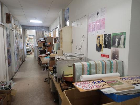 研究所内の廊下の様子 これから整理です