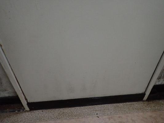 壁のカビ除去 (2)