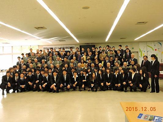 12月5日60周年祝賀会が開催されました。90人以上のOB・OGに参加いただきました。現役も48人の参加で集合写真も大変でした。