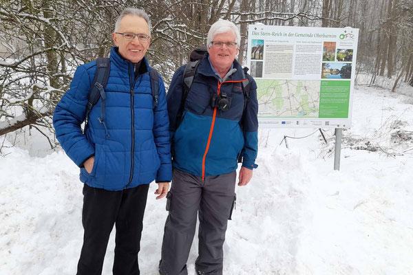 Buckow - Parkplatz Schule - Volkmar und Manfred