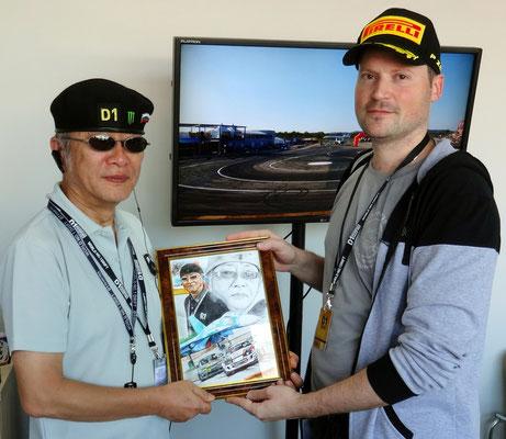Сегодня я на Примринг подарил картину японии Генеральнему менеджеру D1GP Оя Тошиюки. 25.09.2016