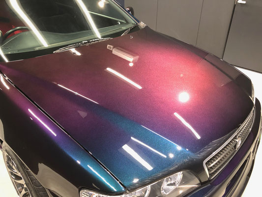 岡山の全塗装した経年車セダンにカーコーティング