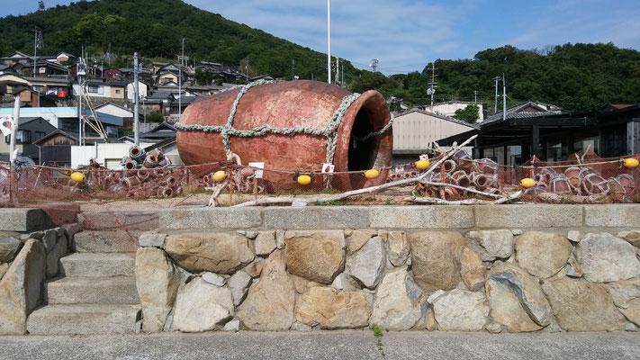 男木島の「たこつぼアート」がお出迎え