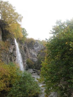 территория туркомплекса. водопад
