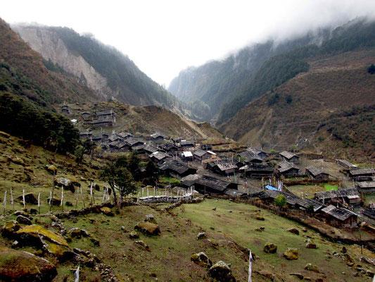 village de Olangchung Gola