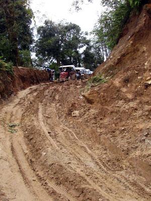 la piste dans le nord de l'Arun: seuls les tracteurs sont possibles.