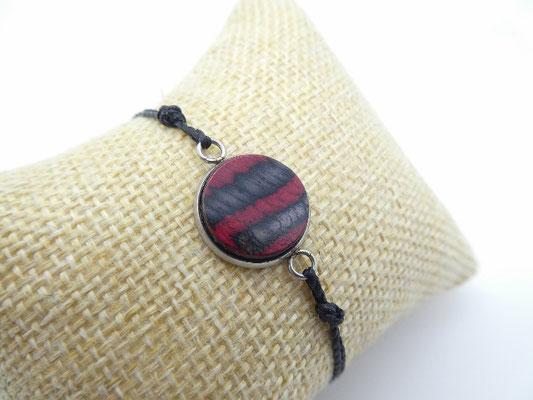 Makramee-Armband mit Holz in rot-blau