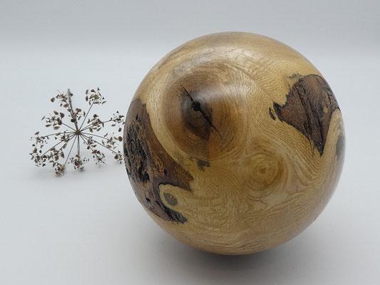 Holzkugel aus Esche, 142 mm