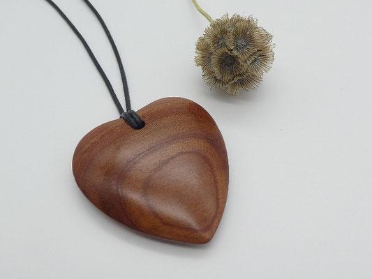 Herz Anhänger aus Zwetschgenholz