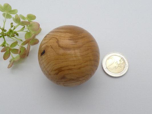 Holzkugel aus Esche