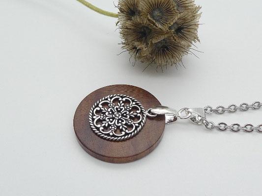 Halskette mit Anhänger aus Zwetschge & Blumenornament aus 925 Silber