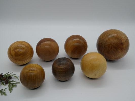 gedrechselte Holzkugeln