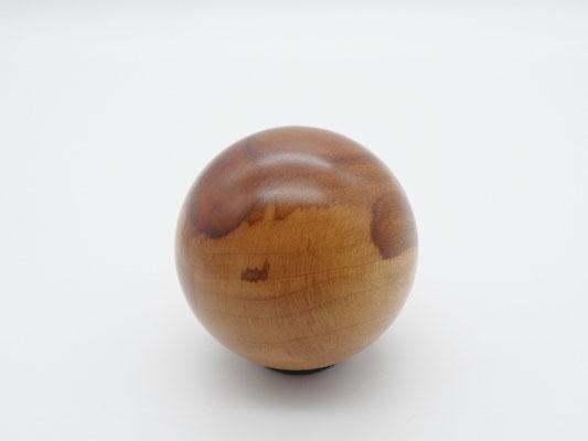 Holzkugel aus Apfelholz