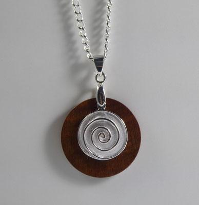 gedrechselter Holzschmuck aus Zwetschge und Spirale aus Silber
