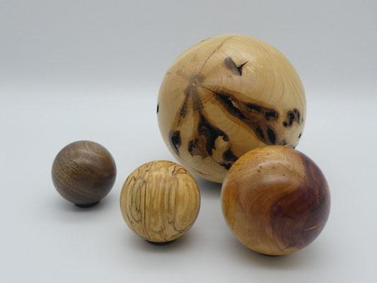 Holzkugel aus chinesischem Wacholder