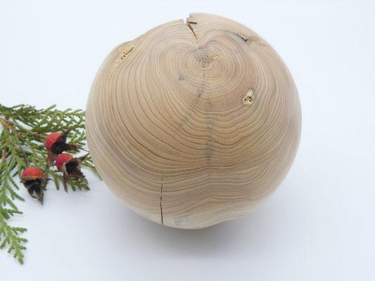 Holzkugel aus Wacholder
