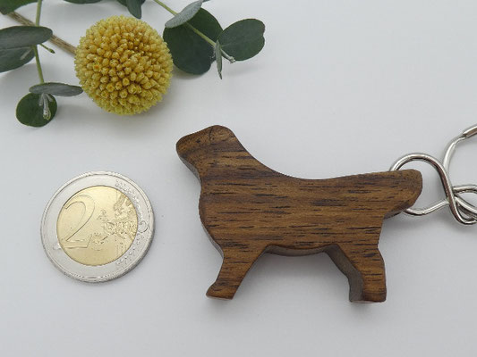Hund Schlüsselanhänger aus Walnuss