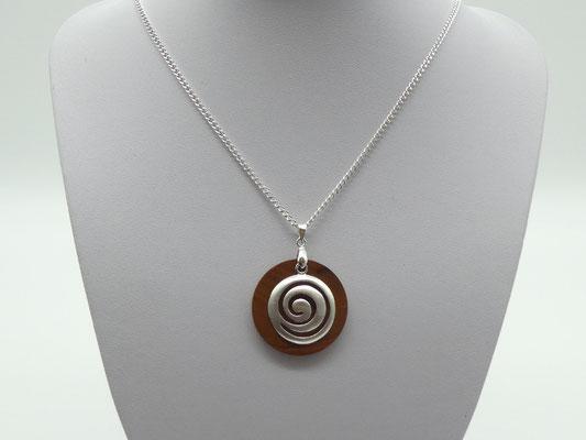 Anhänger aus Zwetschge + Spirale aus Silber