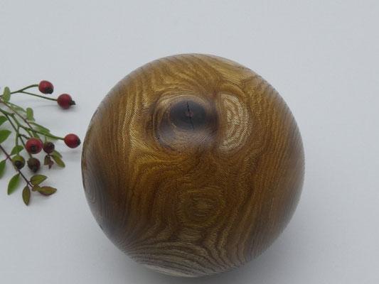 Holzkugel aus Goldregen