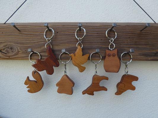 Schlüsselanhänger Nashorn aus Walnuss